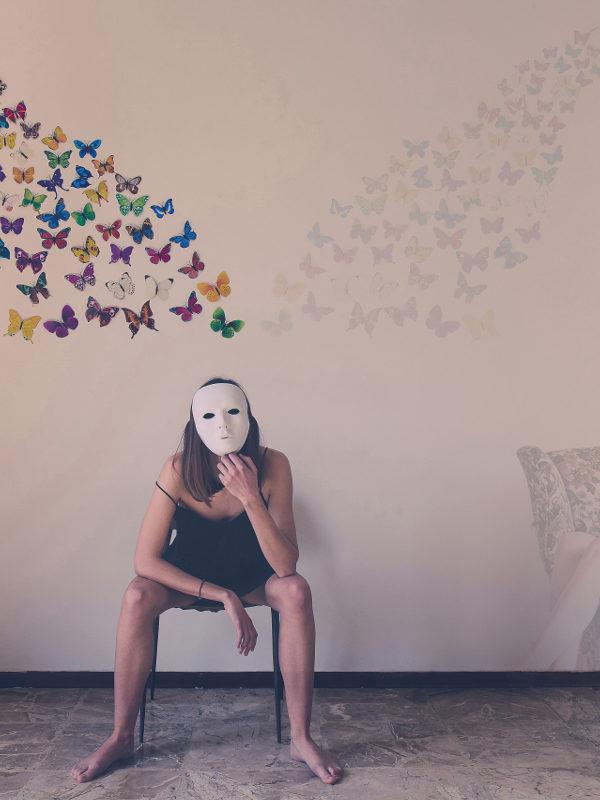 La solitudine non cessa mai