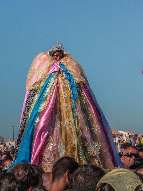 Santa Sara - La santa in processione verso il mare