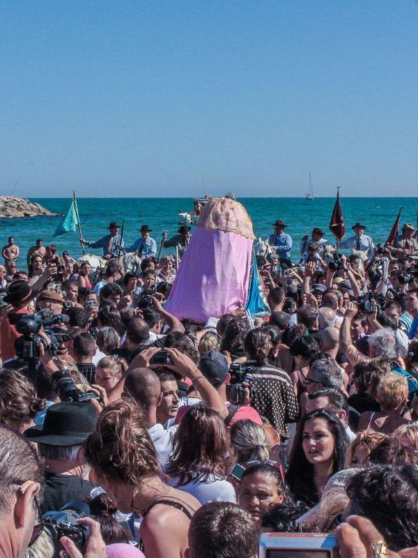 Santa Sara - La processione verso il mare